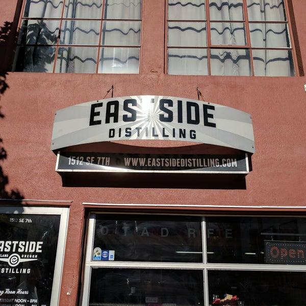 Foto tomada en Eastside Distilling por Phil el 6/24/2017