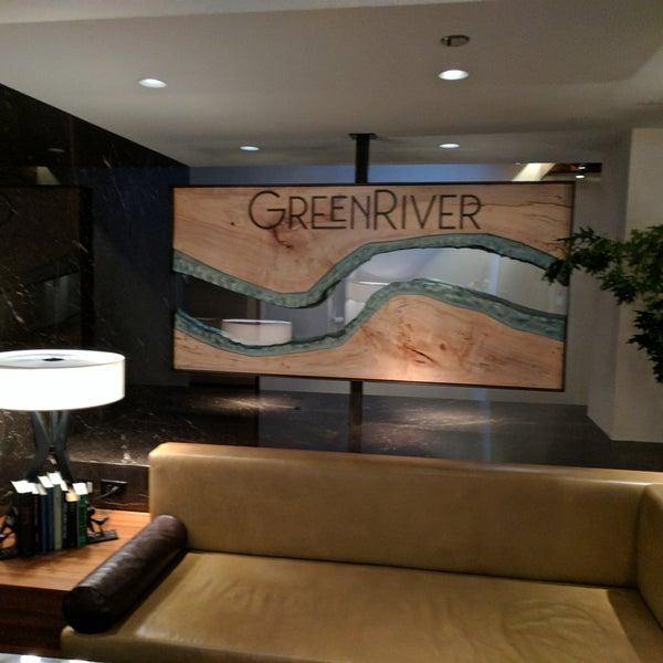รูปภาพถ่ายที่ GreenRiver โดย Phil เมื่อ 5/31/2017