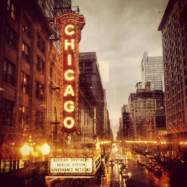 Foto scattata a The Chicago Theatre da Rahim S. il 9/21/2012