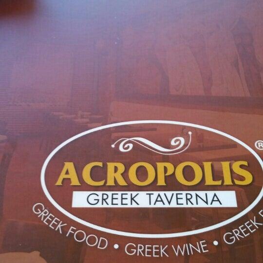 Foto tirada no(a) Acropolis Greek Taverna por Bill S. em 5/30/2015