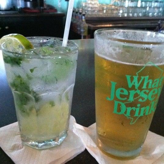 Foto tomada en Cabanas Beach Bar and Grill por ☀️ J O D E ☀️ el 5/22/2012