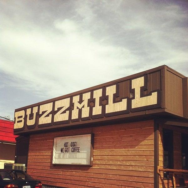 Das Foto wurde bei Buzzmill Coffee von Darron D. am 4/19/2013 aufgenommen