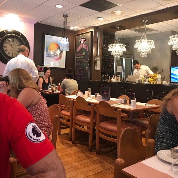 Foto diambil di The Breakfast Club & Grill oleh Heather H. pada 6/17/2017