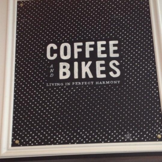 รูปภาพถ่ายที่ Heritage Bicycles โดย cynthia x. เมื่อ 11/23/2012