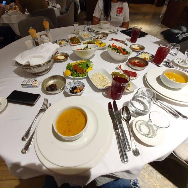 Das Foto wurde bei Seraf Restaurant von ♏é . am 5/27/2019 aufgenommen