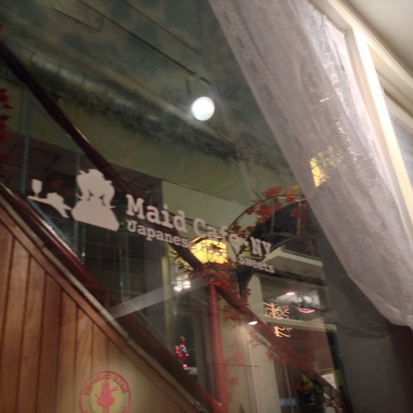 12/20/2013 tarihinde Yam S.ziyaretçi tarafından Maid Cafe NY'de çekilen fotoğraf