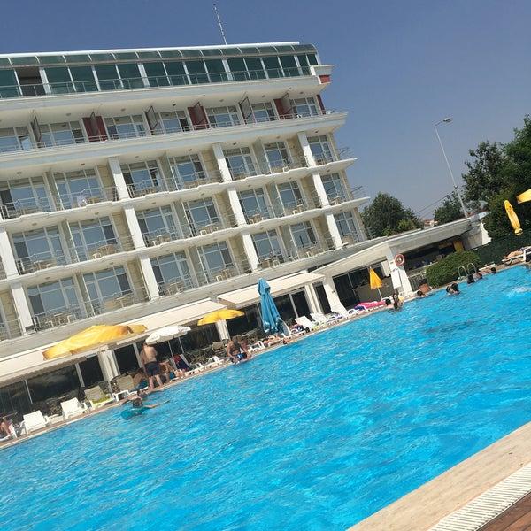 Das Foto wurde bei Pelikan Otel von Akın A. am 7/26/2017 aufgenommen