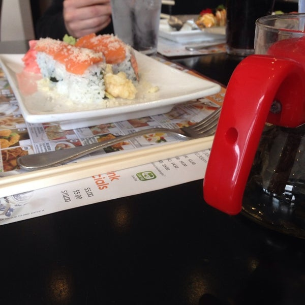 Foto scattata a Koi Fine Asian Cuisine & Lounge da Elizabeth R. il 4/15/2014