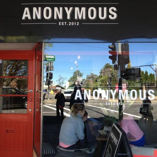 รูปภาพถ่ายที่ Anonymous Café โดย Mel H. เมื่อ 10/26/2012