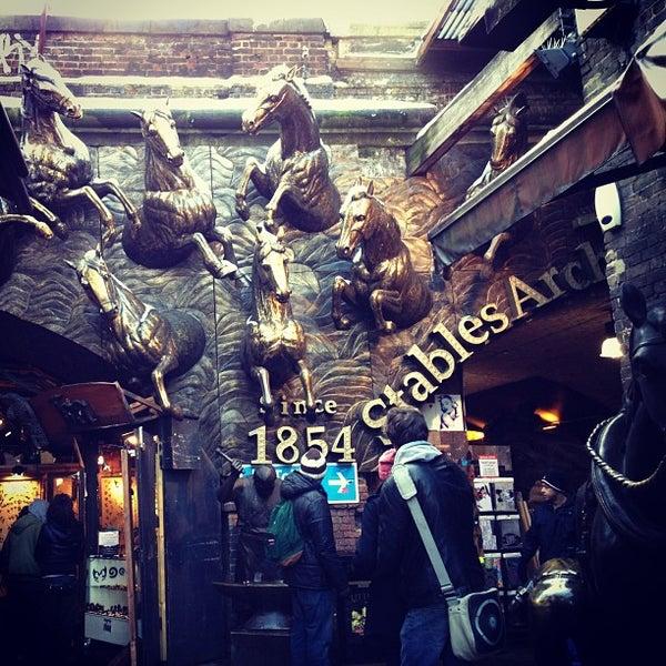 Foto tirada no(a) Camden Stables Market por Sofia P. em 1/21/2013