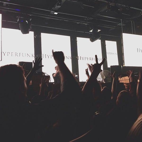 Das Foto wurde bei Foundation Nightclub von Oleg Z. am 5/26/2013 aufgenommen
