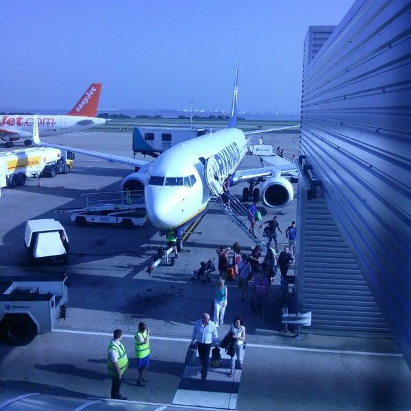 รูปภาพถ่ายที่ Liverpool John Lennon Airport (LPL) โดย Daniel R. เมื่อ 7/11/2013