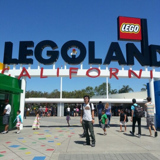 Foto tirada no(a) Legoland California por Octavio N. em 4/20/2013