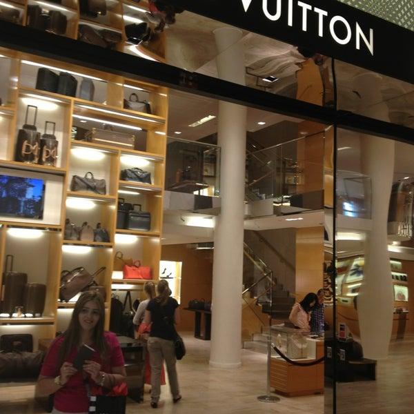 f58f6b26eb2e Photo taken at Louis Vuitton by Márcia Nani C. on 7 10 2013