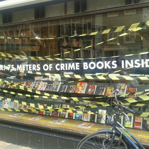 Foto tirada no(a) The American Book Center por Posp em 6/9/2013