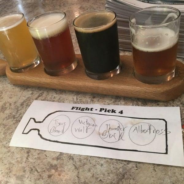 Foto tirada no(a) Frothy Beard Brewing Company por Joe C. em 9/29/2016