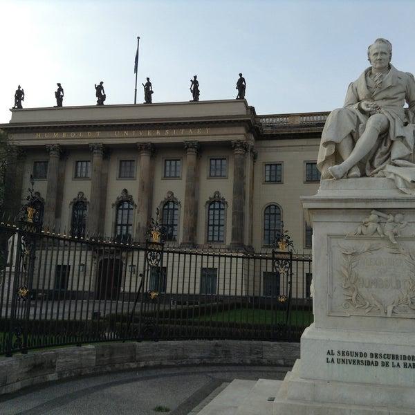 4/21/2013에 Valeriy R.님이 Humboldt-Universität zu Berlin에서 찍은 사진