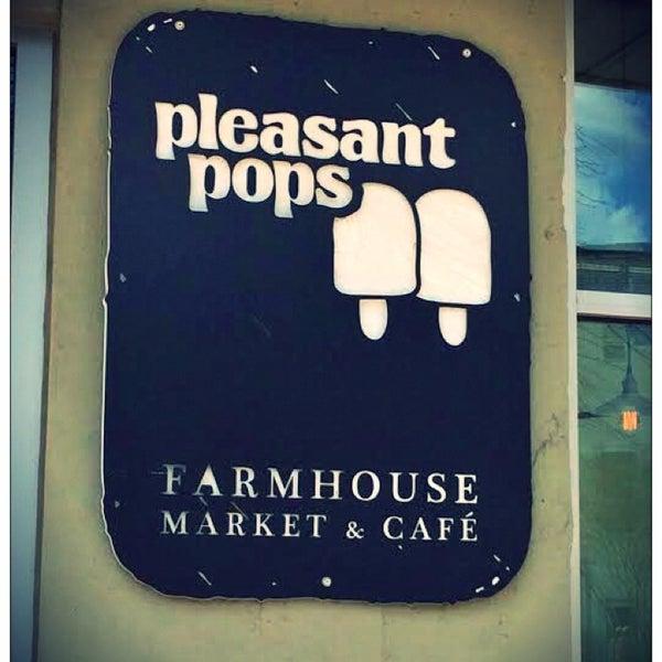 4/9/2014 tarihinde GoGoodziyaretçi tarafından Pleasant Pops Farmhouse Market & Cafe'de çekilen fotoğraf
