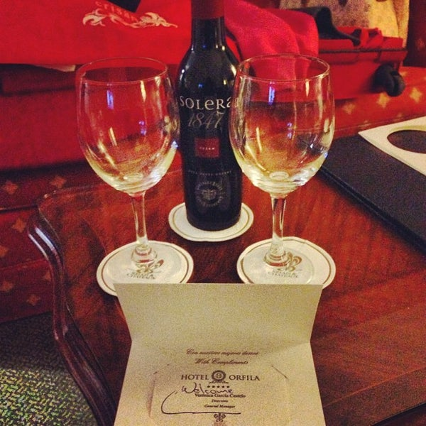 Photo prise au Hotel Orfila par Anne Radiance Jade T. le9/12/2013