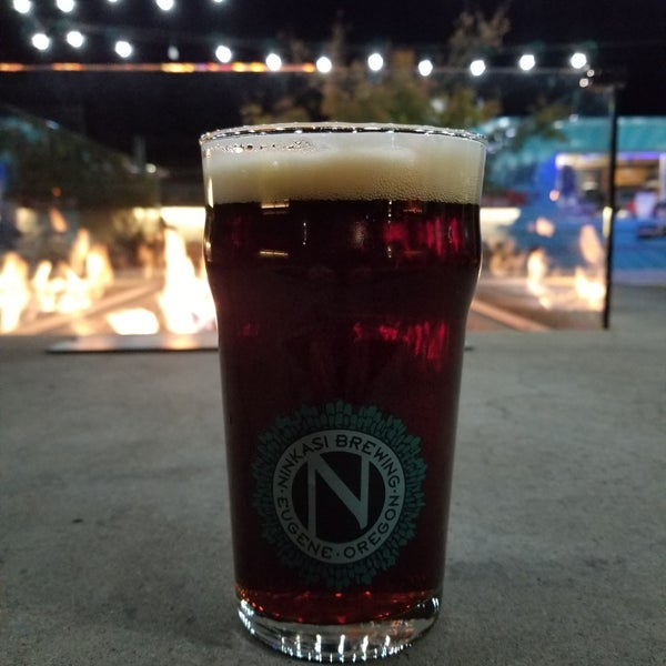 Foto diambil di Ninkasi Brewing Tasting Room oleh Michael F. pada 11/12/2018