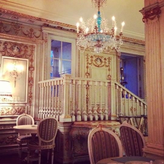 2/4/2013 tarihinde Zeyba A.ziyaretçi tarafından Cafe Pushkin'de çekilen fotoğraf