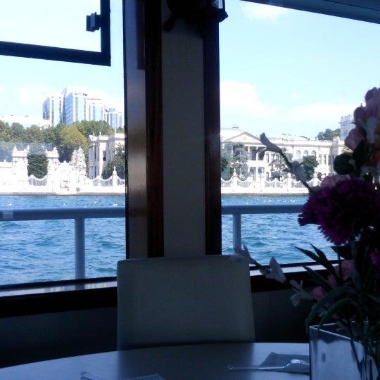 8/23/2014 tarihinde Elif Oğuzziyaretçi tarafından Seyr-ü Sefa Teknesi | İstanbul Tekne Kiralama & Teknede Düğün'de çekilen fotoğraf