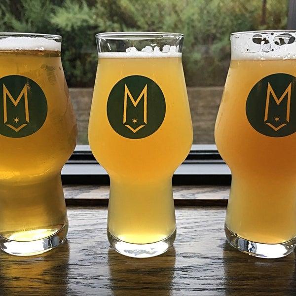 Foto tirada no(a) Maplewood Brewery & Distillery por Marie C. em 9/8/2018