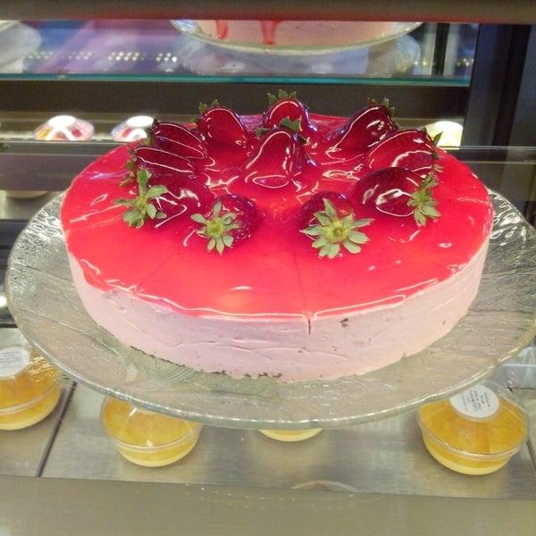 Снимок сделан в Bakery & Gourmet пользователем Alvina A. 4/5/2014