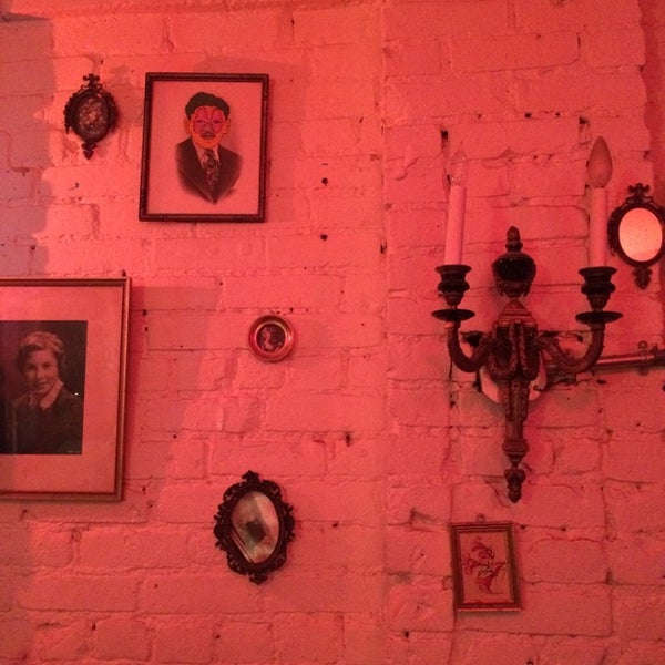 11/29/2014 tarihinde Tanya T.ziyaretçi tarafından Shervin's Cafe'de çekilen fotoğraf