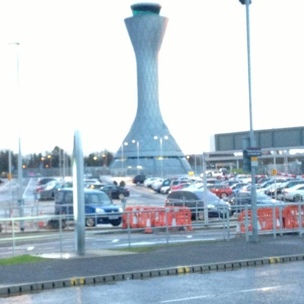Das Foto wurde bei Edinburgh Airport (EDI) von Ben L. am 2/5/2013 aufgenommen