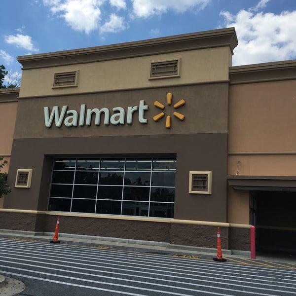 Das Foto wurde bei Walmart von Hamad A. am 7/21/2016 aufgenommen