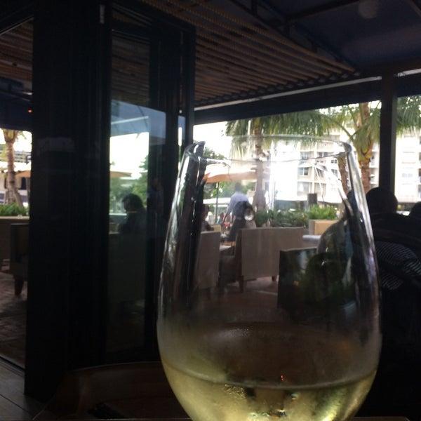 Photo prise au Bimini Boatyard Bar & Grill par Erin K. le10/29/2015
