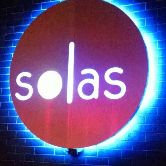 Снимок сделан в Solas Lounge & Rooftop Bar пользователем Alex W. 7/29/2015