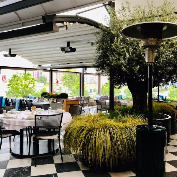 Das Foto wurde bei Seraf Restaurant von Emel K. am 5/15/2019 aufgenommen