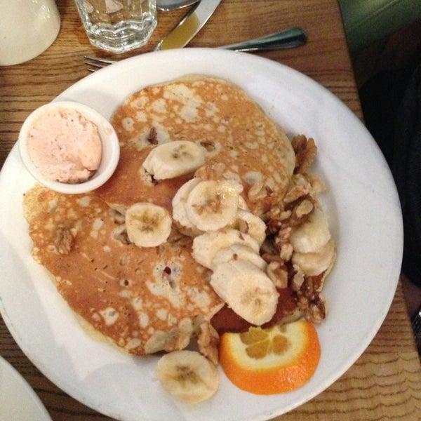 4/14/2013 tarihinde Katt T.ziyaretçi tarafından Good Enough to Eat'de çekilen fotoğraf