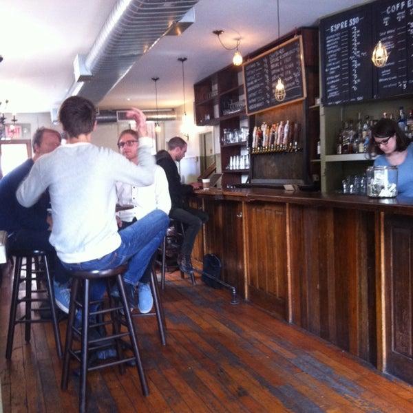 รูปภาพถ่ายที่ The West—Coffeehouse & Bar โดย Nea M. เมื่อ 10/9/2013