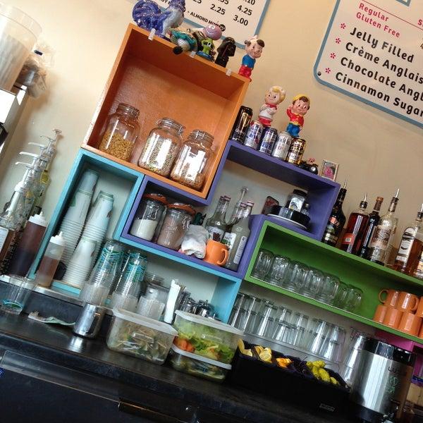 รูปภาพถ่ายที่ Jelly Cafe โดย Steven D. เมื่อ 4/15/2013
