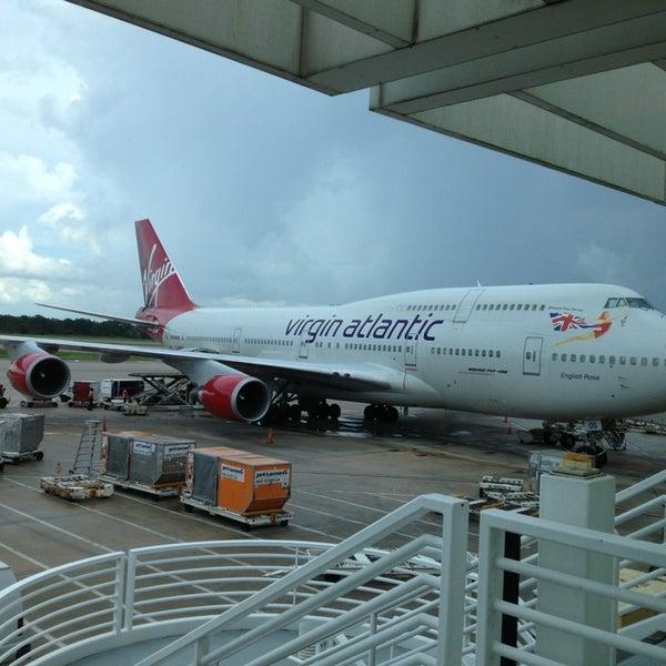 Foto tirada no(a) Aeroporto Internacional de Orlando (MCO) por Kent S. em 6/29/2013