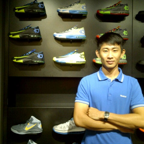 nike store 1800 number