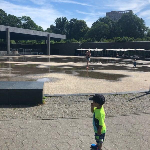 Das Foto wurde bei LeFrak Center at Lakeside von Susie S. am 6/8/2019 aufgenommen