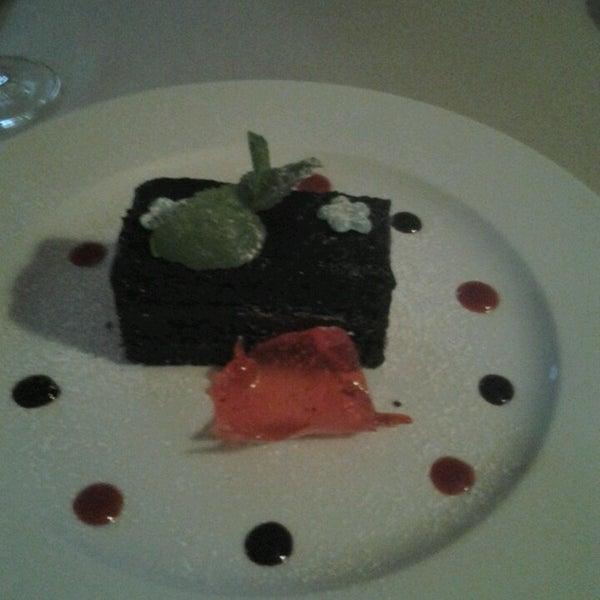 Das Foto wurde bei ORLY PARK Restaurant & Hotel von Helen M. am 4/7/2014 aufgenommen
