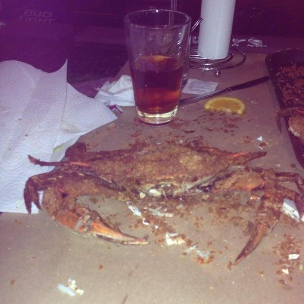Foto diambil di S & J Crab Ranch oleh D P. pada 10/5/2014