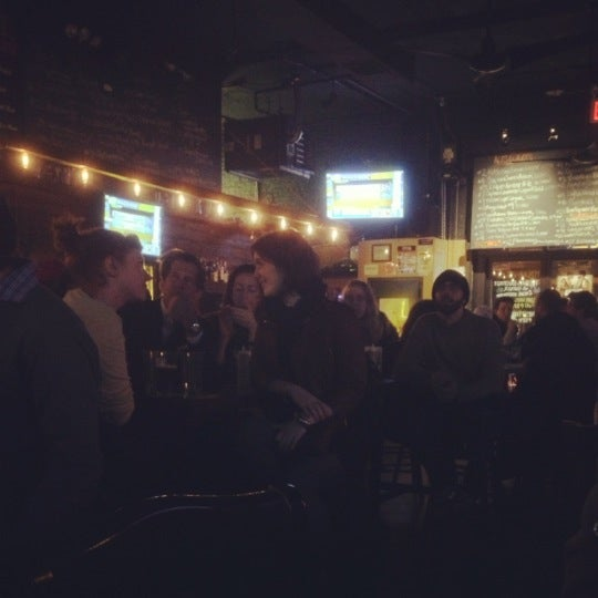 Photo prise au Brooklyn Tap House par Norris M. le11/7/2012