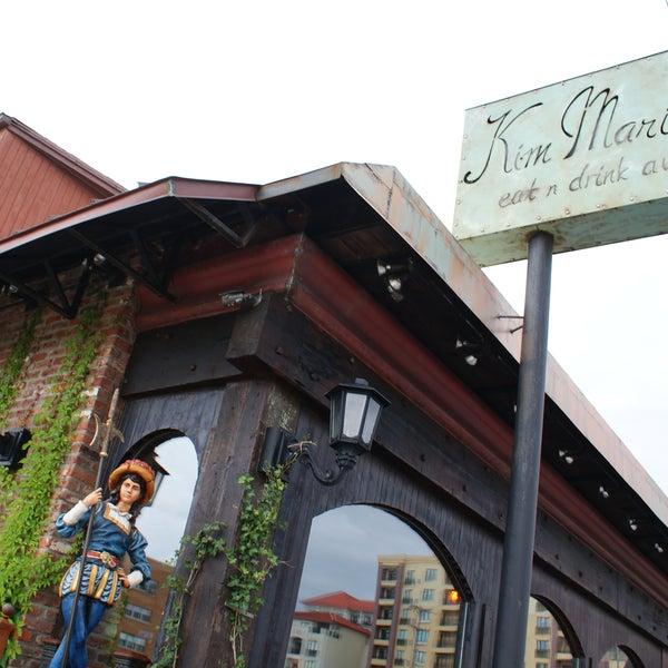 Foto tirada no(a) Kim Marie's Eat n Drink Away por Kim Marie's Eat n Drink Away em 9/25/2014