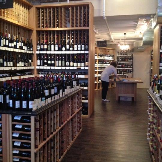 Photo prise au Flatiron Wines & Spirits - Manhattan par Alex M. le9/21/2012