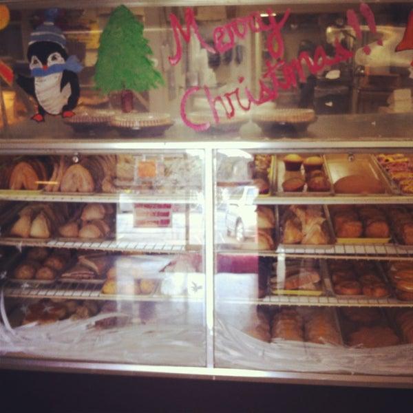 Снимок сделан в La Mexicana Bakery пользователем Melissa R. 12/29/2012