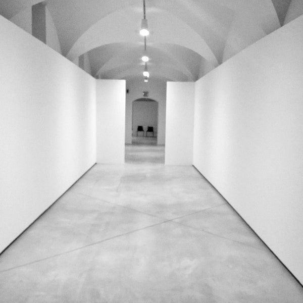 """Giorni di allestimento. Nuove pareti per la nuova mostra. Scoprite tutto su """"Questioni di famiglia"""""""