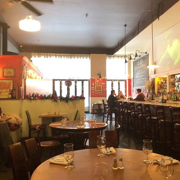 Снимок сделан в Le Midi Bar & Restaurant пользователем Corbin P. 12/30/2017