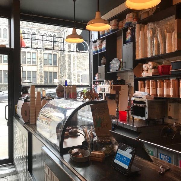 Das Foto wurde bei Double Dutch Espresso von Farhad S. am 2/2/2020 aufgenommen