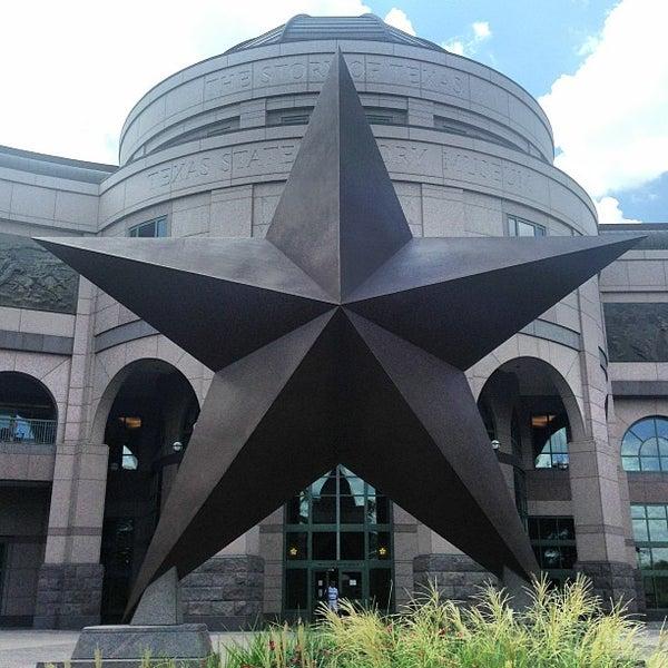 7/20/2013 tarihinde Natalia T.ziyaretçi tarafından Bullock Texas State History Museum'de çekilen fotoğraf